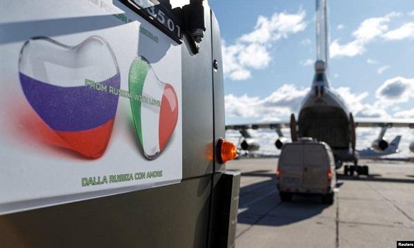 Русские думают, что купят благодарность итальянцев за 200 евро