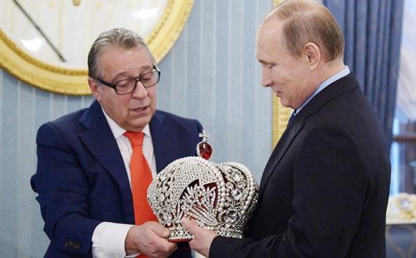 Хроника российского авторитаризма - год спустя конституционных изменений Путина