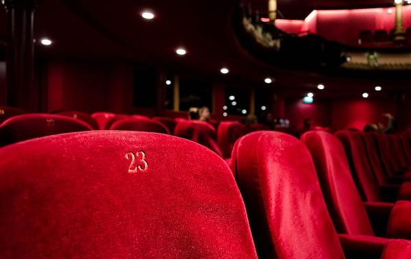 Открытие театров, кинотеатров и детских развлекательных центров отложили до 1 ноября